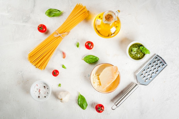 Ingrediënten voor pasta met pesto