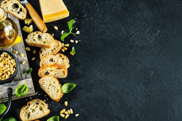 Ingrediënten voor pesto en chiabatta brood