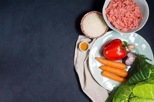 Ingrediënten voor savooikoolbroodjes.