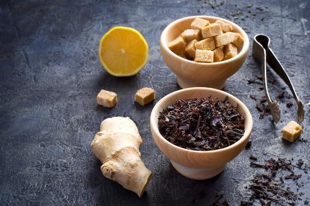 Ingrediënten voor zoete thee met citroen en gember