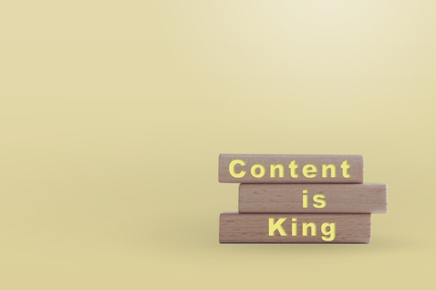 Inhoud is koning op een houten bord met kopie ruimte. online bedrijfsconcept.