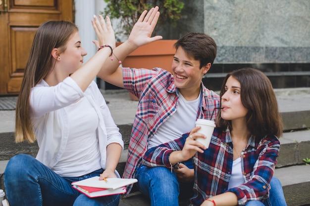 Inhoud jongeren genieten van tijd