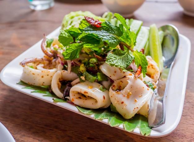 Inktvis pittige salade met kruiden