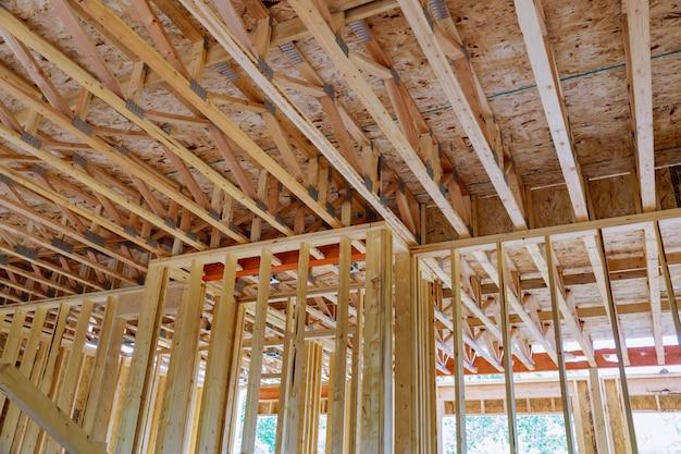 Inlijsten huis onvoltooide houten frame gebouw of een huis