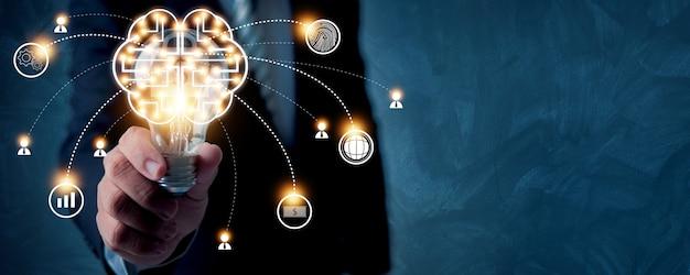 Innovatie met menselijk brein van wereldwijd netwerk en geavanceerd technisch concept