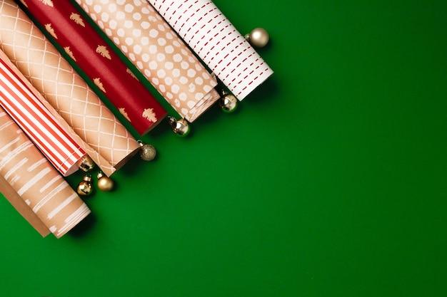 Inpakpapier op rollen voor kerstcadeautjes, bovenaan