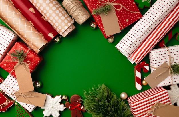 Inpakpapier rollen voor kerstcadeautjes kopie ruimte