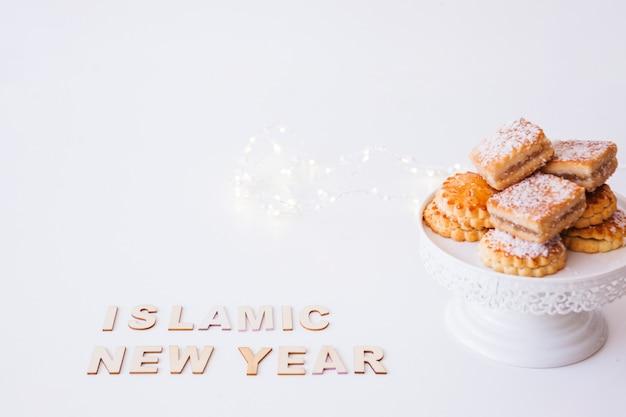 Inscriptie en cookies van het islamitische nieuwjaar