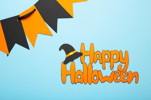 Inscriptie happy halloween op blauwe achtergrond. bovenaanzicht