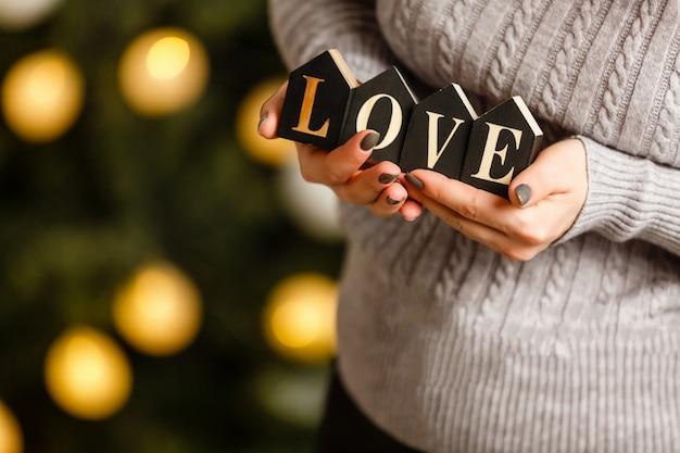 Inscriptie liefde in handen
