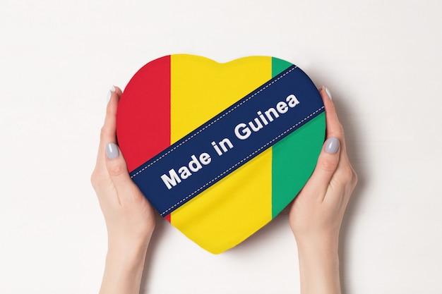 Inscriptie made in guinea de vlag van guinee.