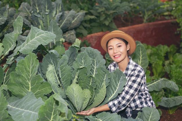 Inspectie van moestuinkwaliteit door boeren
