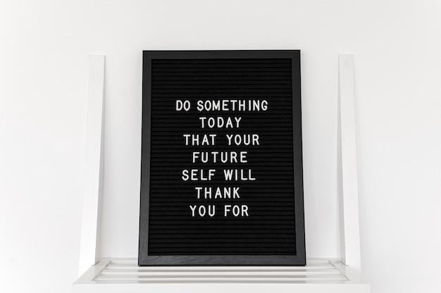 Inspirerende tekst op een zwart bord