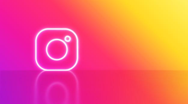 Instagram-logo in neon met ruimte voor tekst en afbeeldingen. regenboog achtergrond.