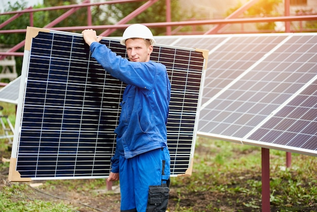 Installatie van een stand-alone fotovoltaïsch zonnepaneelsysteem