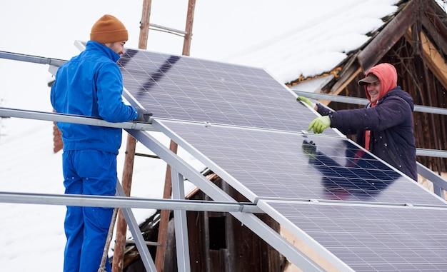 Installatieproces van de zonnebatterij