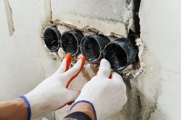 Installeren van stopcontactdoos