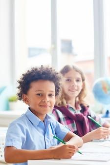 Interculturele schooljongens