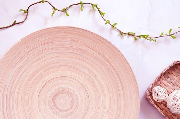 Interieur ecologisch concept in minimalistische stijl in roze kleuren