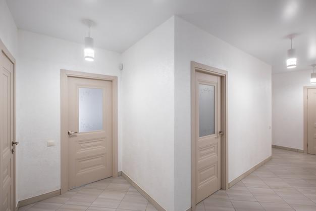 Interieur foto van een gang in een flatgebouw