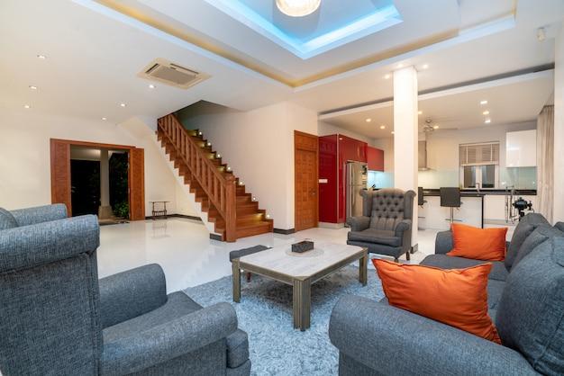 Interieur ontwerp in de woonkamer met bank of bank