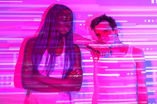 Interieur portret van vrouw en man in vaporwave-stijl