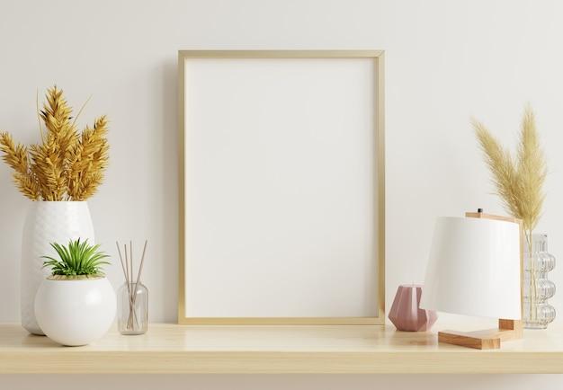 Interieur poster mock up met verticale gouden frame met sierplanten in potten op lege muur background.3d rendering