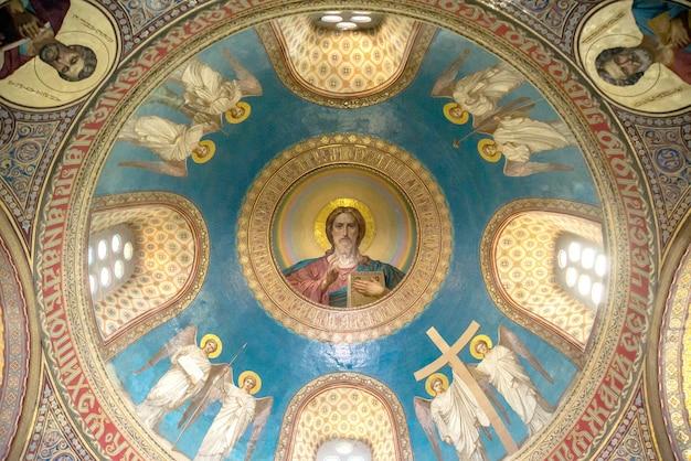 Interieur van de russisch-orthodoxe kerk.