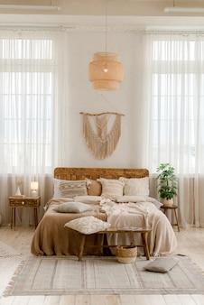 Interieur van een slaapkamer in boho-stijl
