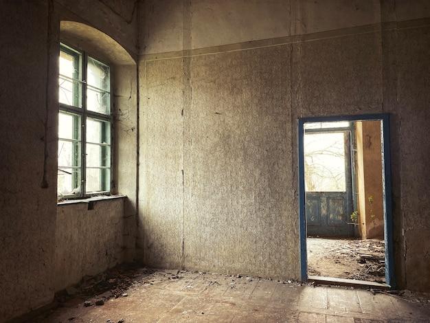 Interieur van een verlaten huis.