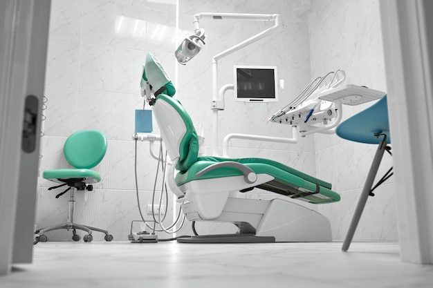 Interieur van het kantoor van een tandarts en speciale apparatuur