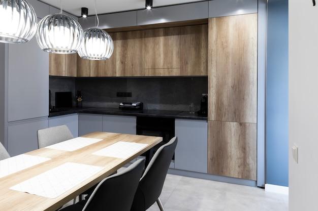 Interieur van modern ingerichte keuken