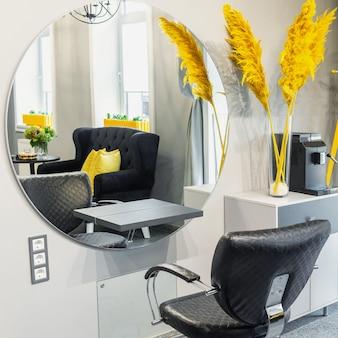 Interieur van moderne schoonheidssalon