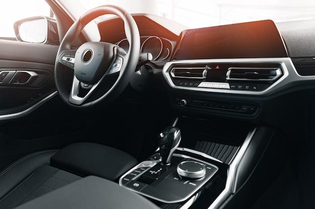 Interieur van nieuwe prestige comfortabele auto close-up foto