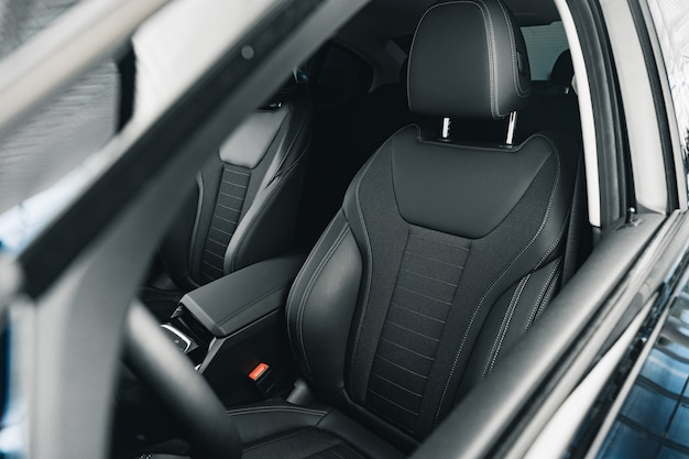 Interieur van nieuwe prestige comfortabele auto close-up
