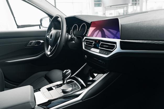 Interieur van nieuwe prestige comfortabele auto