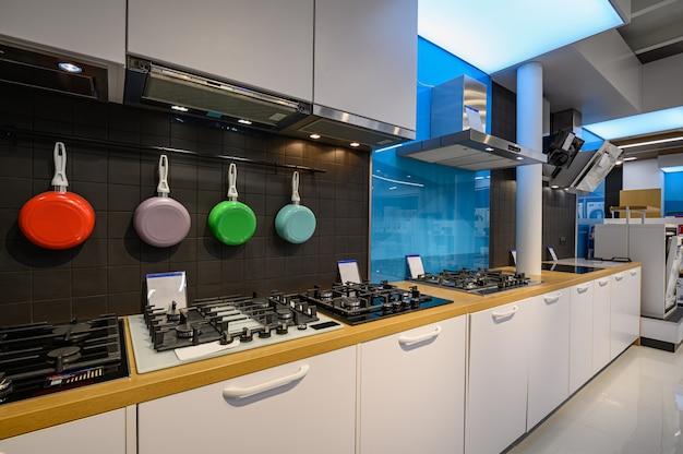Interieur van premium huishoudelijke apparaten winkel