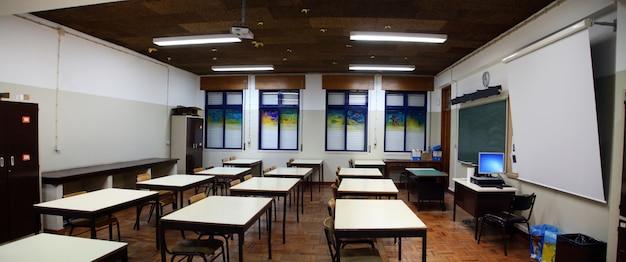 Interieur van secundair klaslokaal