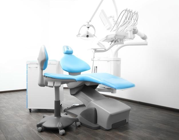 Interieur van tandheelkundige kamer in moderne kliniek