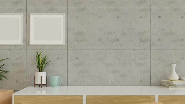 Interieurontwerp met plantenpotvaas en kopieerruimte op tafel met mockupframes aan de muur 3d render