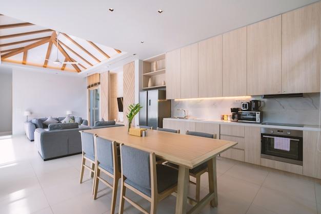 Interieurontwerp van poolvilla, huis, huis, flat en flatbank en kussen in woonkamer