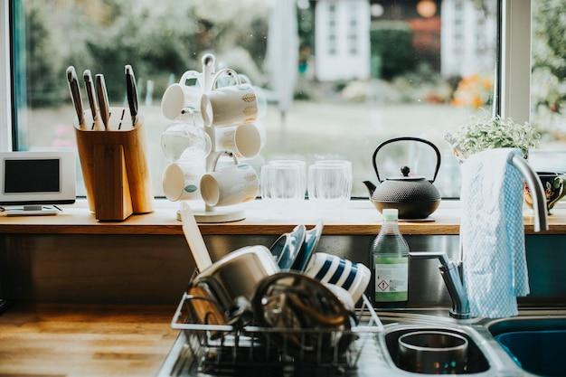 Interieurs van een huiselijke keuken