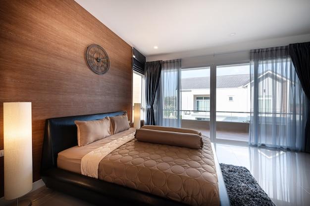 Interior design moderne slaapkamer van een nieuw huis