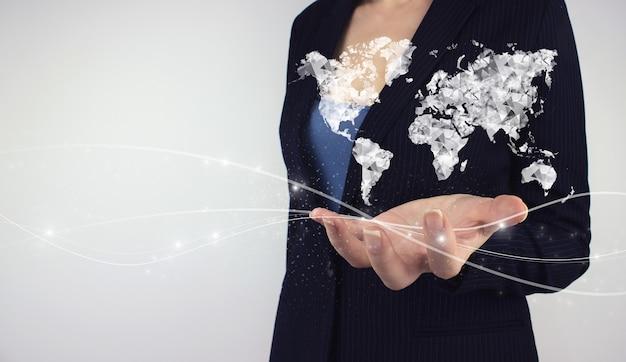Internationaal bedrijfsconcept. hand houden digitale hologram digitale planeet op grijze achtergrond. wereldkaart verbinding in de hand. concept over zaken, politiek, ecologie en media.