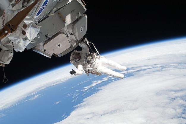 Internationale ruimtestation lopen astronaut iss station