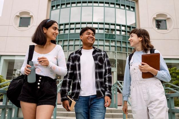 Internationale studenten op de universiteitscampus
