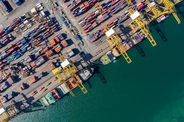 Internationale vrachtcontainer verzending haven zakelijke luchtfoto