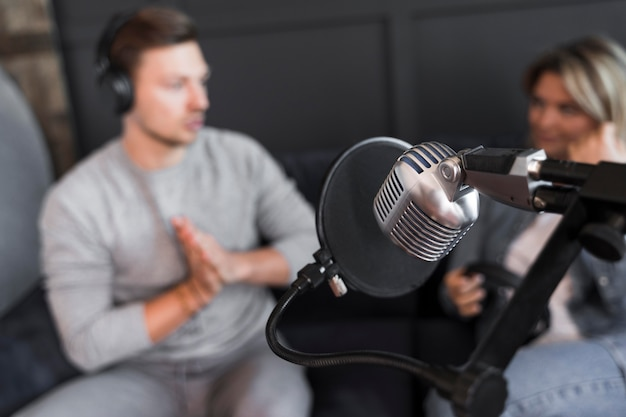 Interview microfoon met hoge hoek