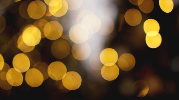 Intreepupil gouden lichten op de zwarte achtergrond