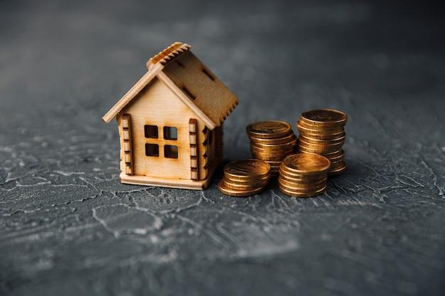 Investeringen in onroerend goed en huis hypotheek financieel concept